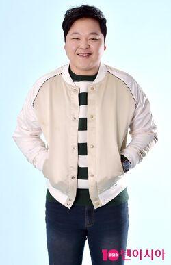 Yoo Joon Hong17