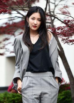 Son Ji Hyun43