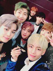 0e896141915f537d212f9857c76a732c--yoongi-selfie-bts-selfies