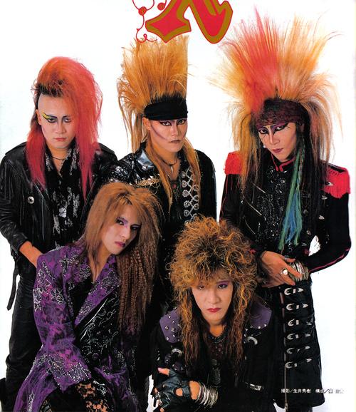 金髪パーマスタイルのTOSHIさんの頃のX JAPANの画像
