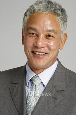 Kim Young Chul-01