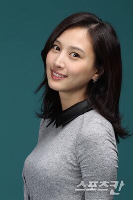 Choi Eun Seo17