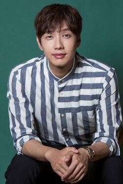 Ji Hyun Woo40