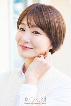 Park Hyo Joo38