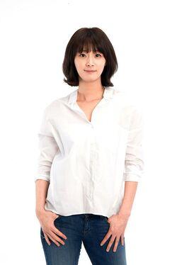 Yum Ji Young000