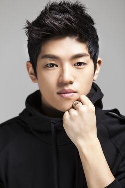 Lee Gun Yul4
