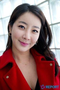 Hwang Eun Soo12
