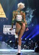 Miley Cyrus - BhBt5n2IQAEgVch