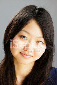 16400248-portrait-of-a-pretty-japanese-woman