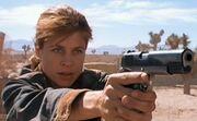 250px-Sarah T2 gun