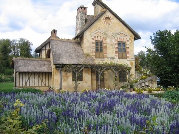 Cottage-Built-for-Marie-Antoinette-kings-and-queens-2542218-1600-1200