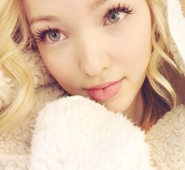 Dove-cameron-selfie-instagram-400.png