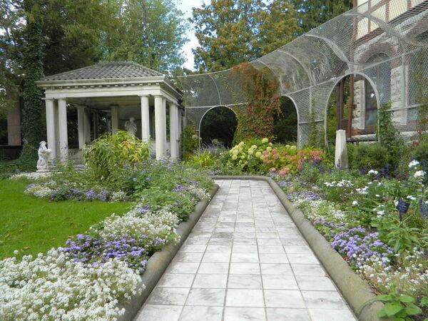 ArgyrisFamilyHome-Garden