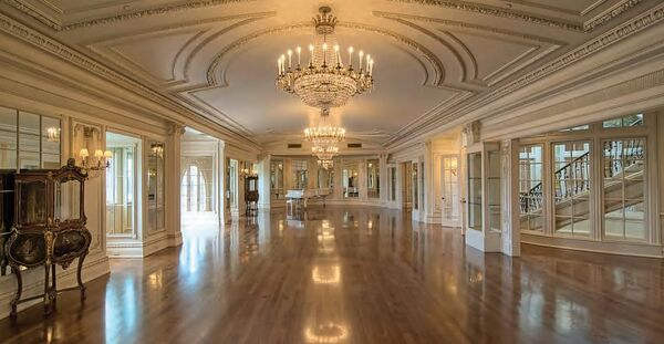 ArgyrisFamilyHome-Ballroom