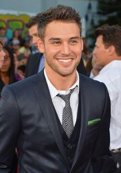 Ryan Guzman 7