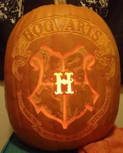 Wikia DARP - Hogwarts crest pumpkin