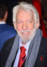 Donald-sutherland-uk-premiere-catching-fire-01