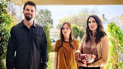 Thanksgiving Binge-Watch: Dramas About Families Better/Worse Than Yours
