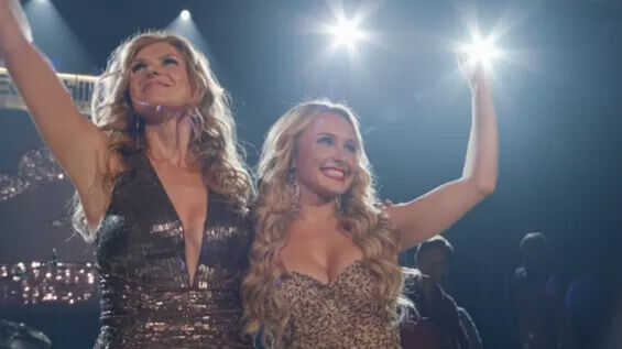 Rayna James and Juliette Barnes (Connie Britton and Hayden Panettiere) perform on Nashville