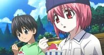 Kota und Kaede essen ein Eis.
