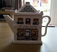 EastEnders Queen Vic Tea Pot 3
