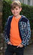 Bobby Beale (Eliot Carrington)