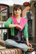 Shabnam Masood (Zahra Ahmadi)