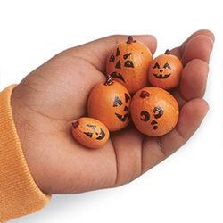 Acorn-pumpkins-halloween-craft-photo-260-FF1004ALMBA02