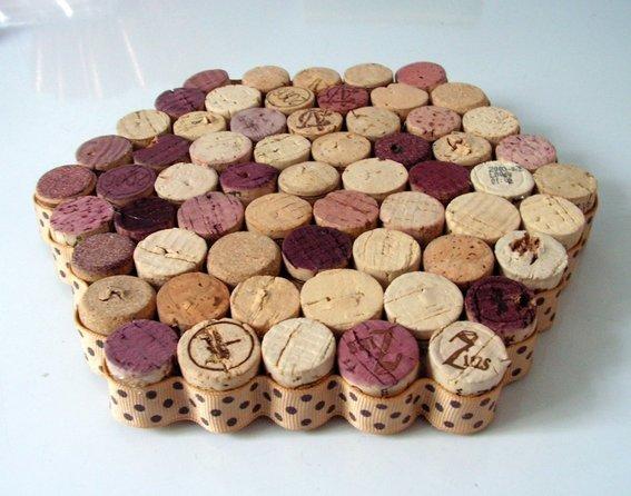 Upcycled-wine-cork-trivet--UDU2Ny0xMDY1ODEuMzY5NTg4.jpg