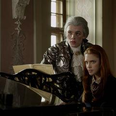 Gideon und Charlotte am Klavier