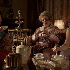 Ein Teekränzchen mit Leslie und Tante Maddy