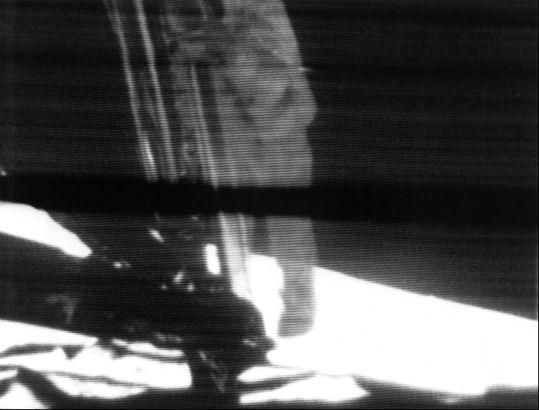 Archivo:Apollo 11 first step.jpg