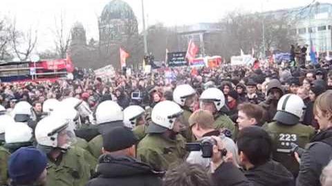 Demo in Berlin mit Katja Kipping vom 28.03.09 Wir zahlen nicht für eure Krise
