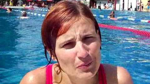 Katja Kipping schwimmt