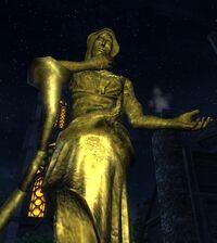 Статуя матери ночи