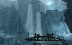 Водопад за мостками