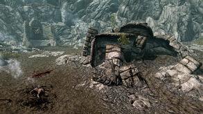 Кратер Драконий Зуб - развалины совсем