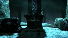 Скелет на троне