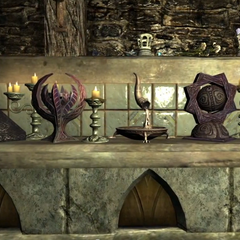 Kapliczki bóstw w piwnicy na specjalnej podstawie