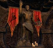 Статуя и знамёна Боэтии в Гроте Остроухих
