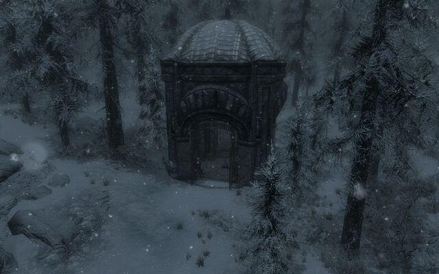 File:Great Lift At Mzinchaleft Outside.jpg
