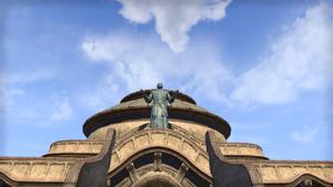 Статуя святого Олмса