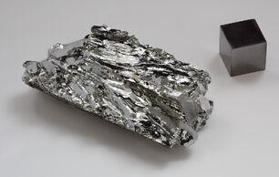Molybdenum-crystaline-fragment