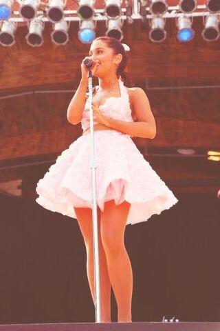 File:Ariana Grande Microphone.jpg