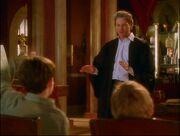 Leo enseñando en la escuela de magia