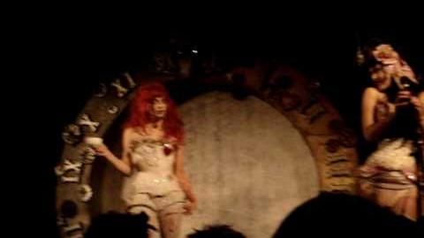 Emilie Autumn standing up for her fine self ^^