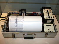 800px-Kinemetrics seismograph