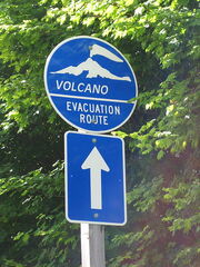 450px-Volcano evacuation route sign