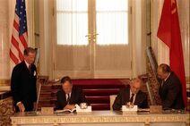 George Bush and Mikhail Gorbachev sign the START 1991