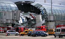 181551-fire-drbt-under-sammenstyrtet-tag-i-lufthavn-i-paris--